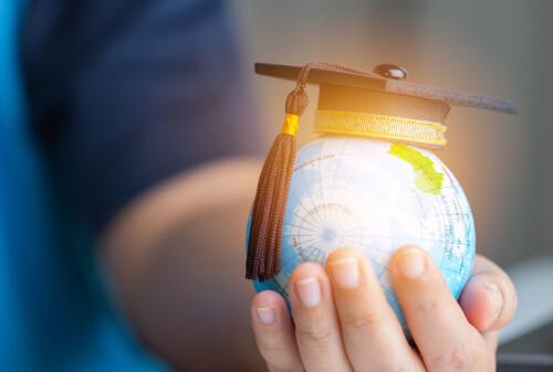 ways artificial intelligence is revolutionizing education